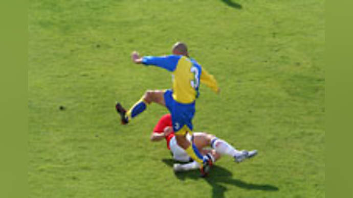 image for Vinnie Jones shows the world how to apply CPR and then GBH to cardiac arrest patients!