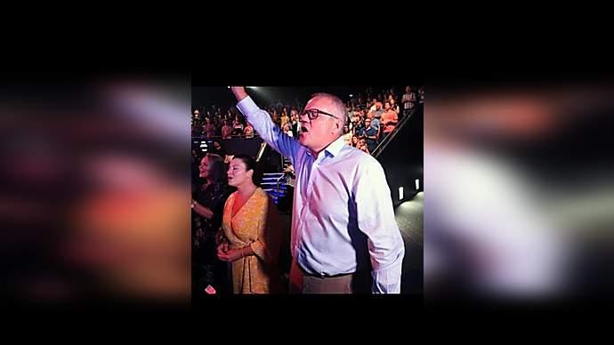 image for Aussie PM Snott Orifice does Nazi salute