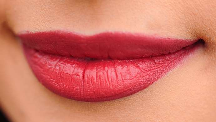 image for Recent Studies Show That Men Who Kiss Women With Red Lipstick Become More Virile